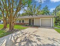 304 Gardenia Street, Lake Jackson, TX 77566