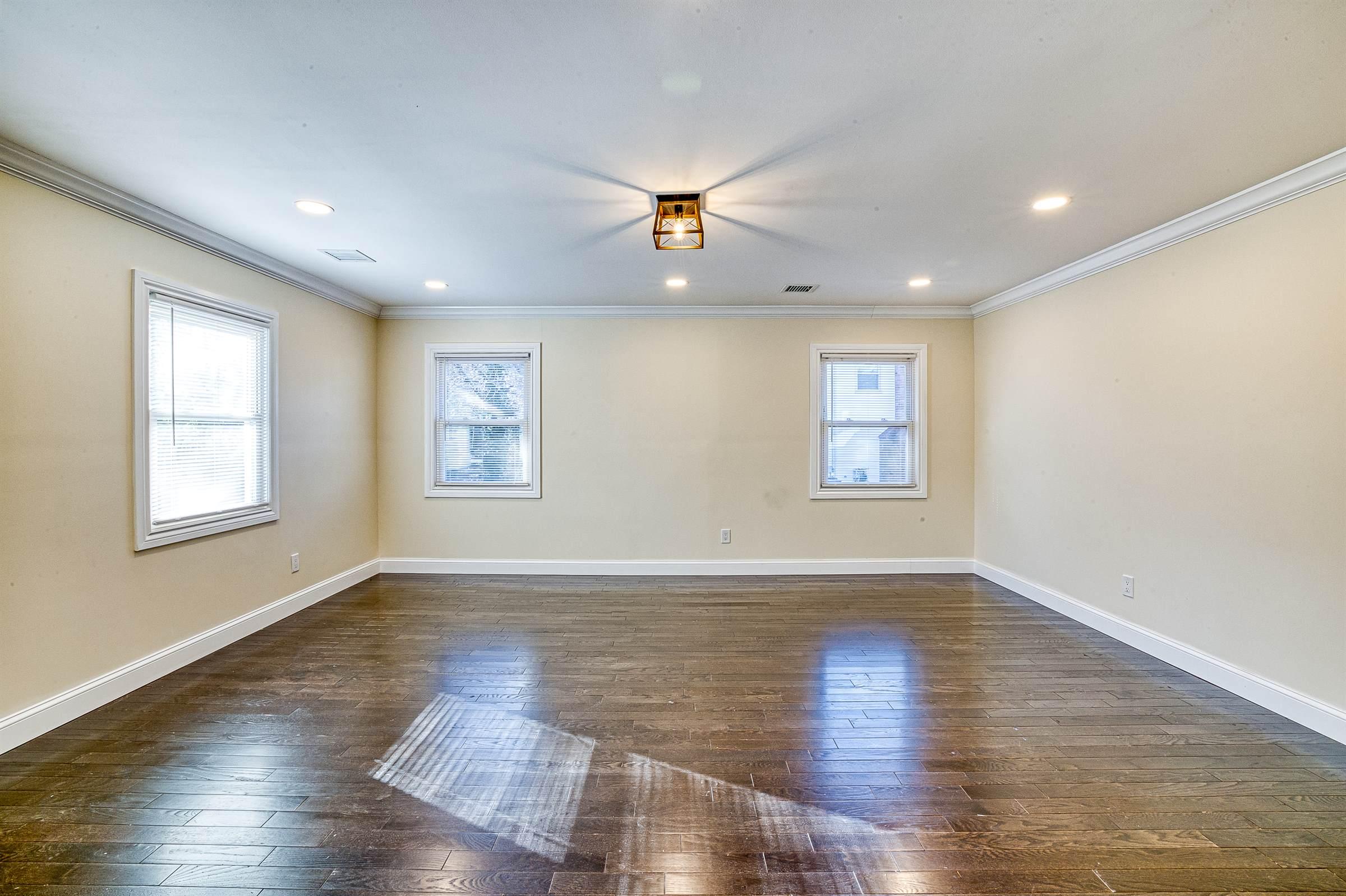30 Whitfield Ln, Coram, NY 11727