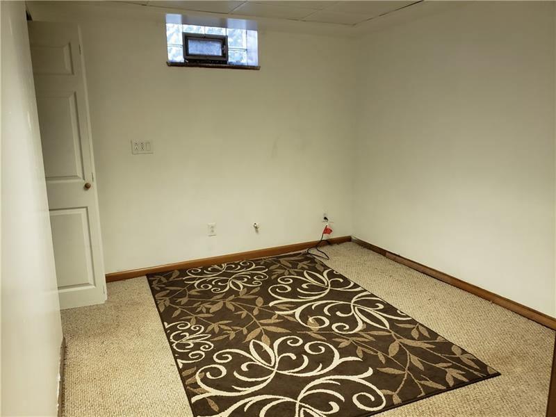 3512 Saxonburg Rd, Natrona Heights, PA 15065