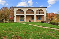 1373 Regency Dr, Pittsburgh, PA 15237