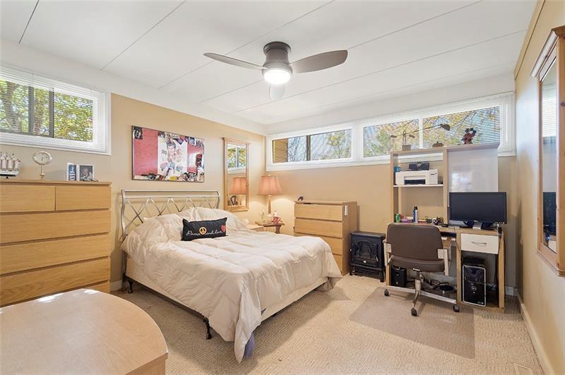 1239 Pinewood Dr, Pittsburgh, PA 15243