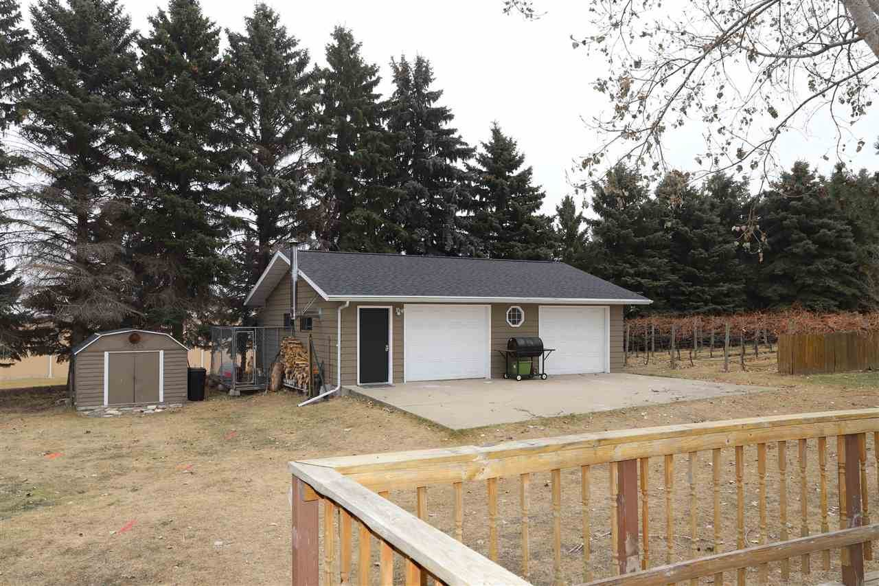 2117 Parkside Drive, Minot, ND 58701