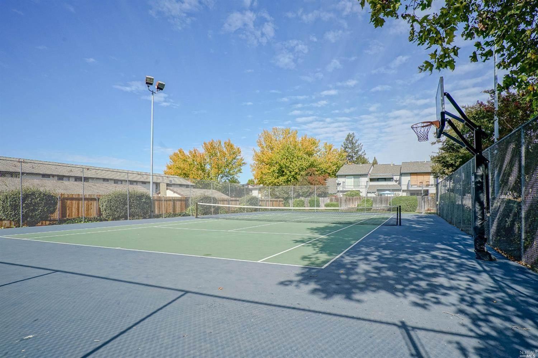 16 Cedar Circle, Rohnert Park, CA 94928