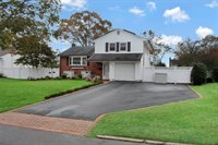 272 Timberpoint Rd, East Islip, NY 11730
