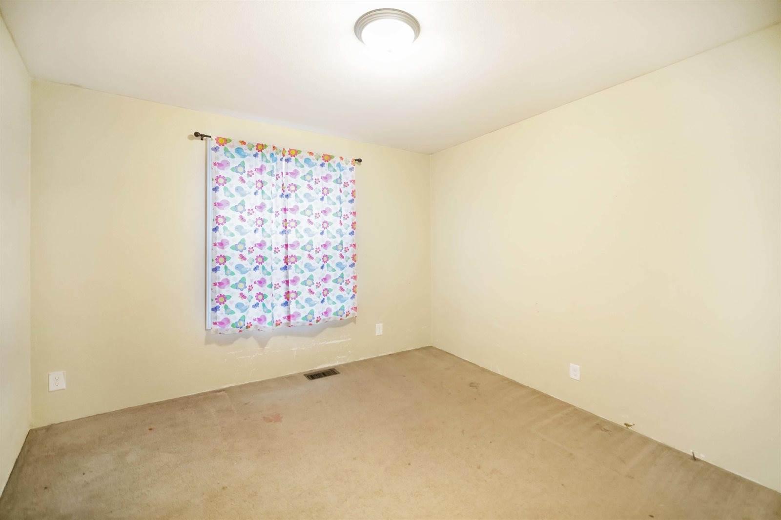 5617 Lukenbill Ave, Williston, ND 58801