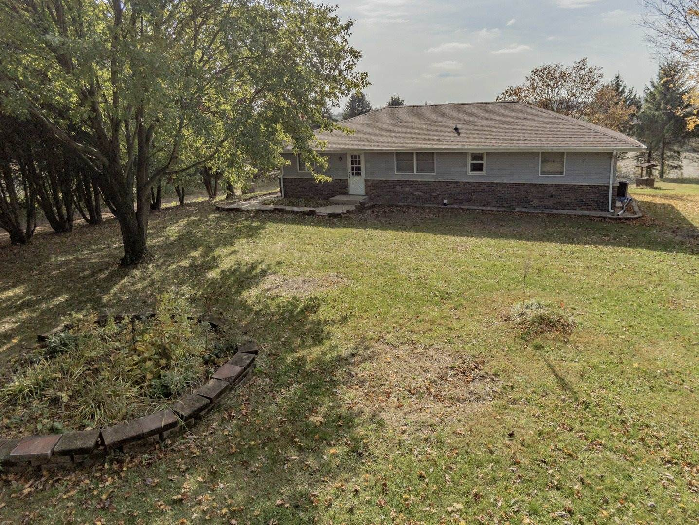 10316 North Mulberry Road, Leaf River, IL 61047