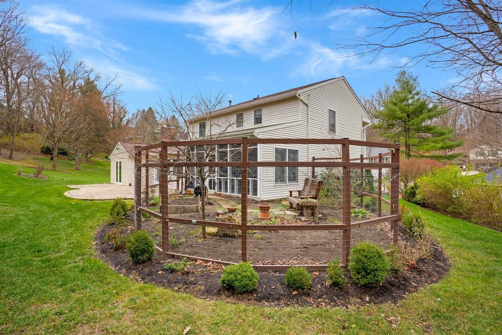 1350 Pembroke Court, Newark, OH 43055