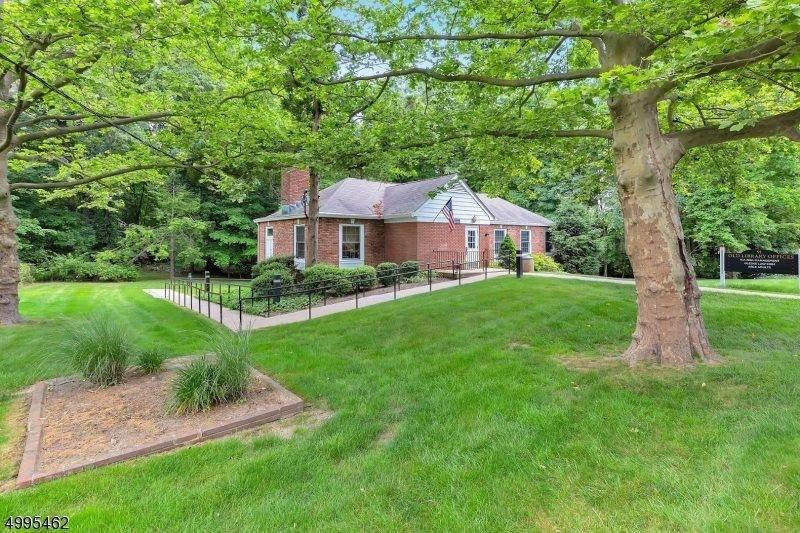91 Central Ave, Long Hill Township, NJ 07980