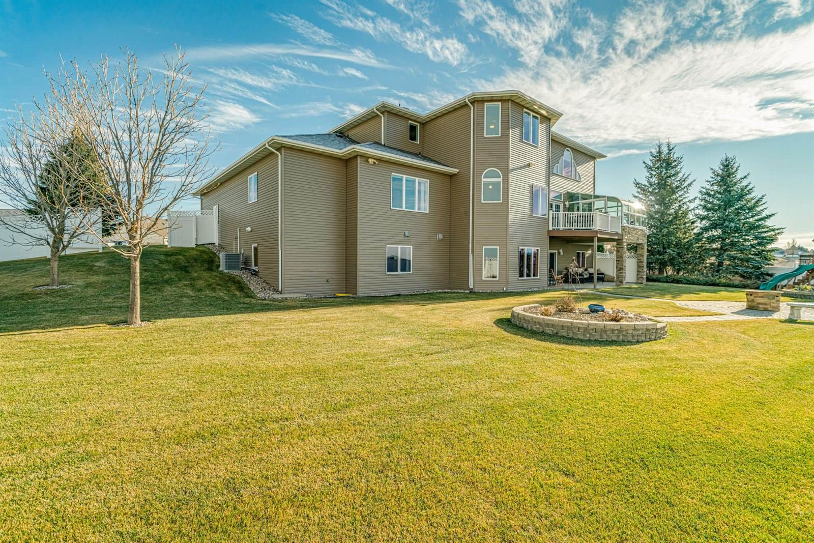 811 Saddle Ridge Road, Bismarck, ND 58503