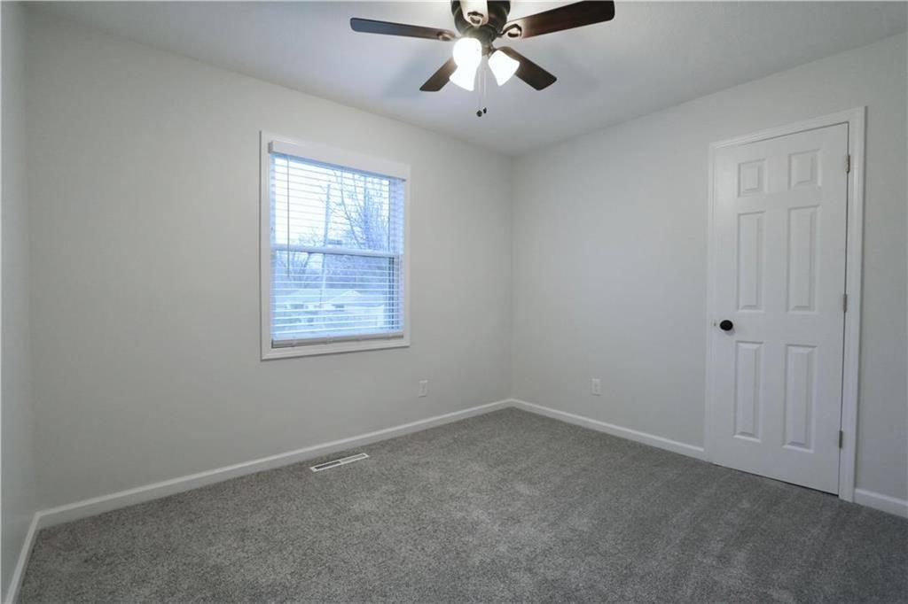 4926 Oak Grove Road, Kansas City, KS 66106