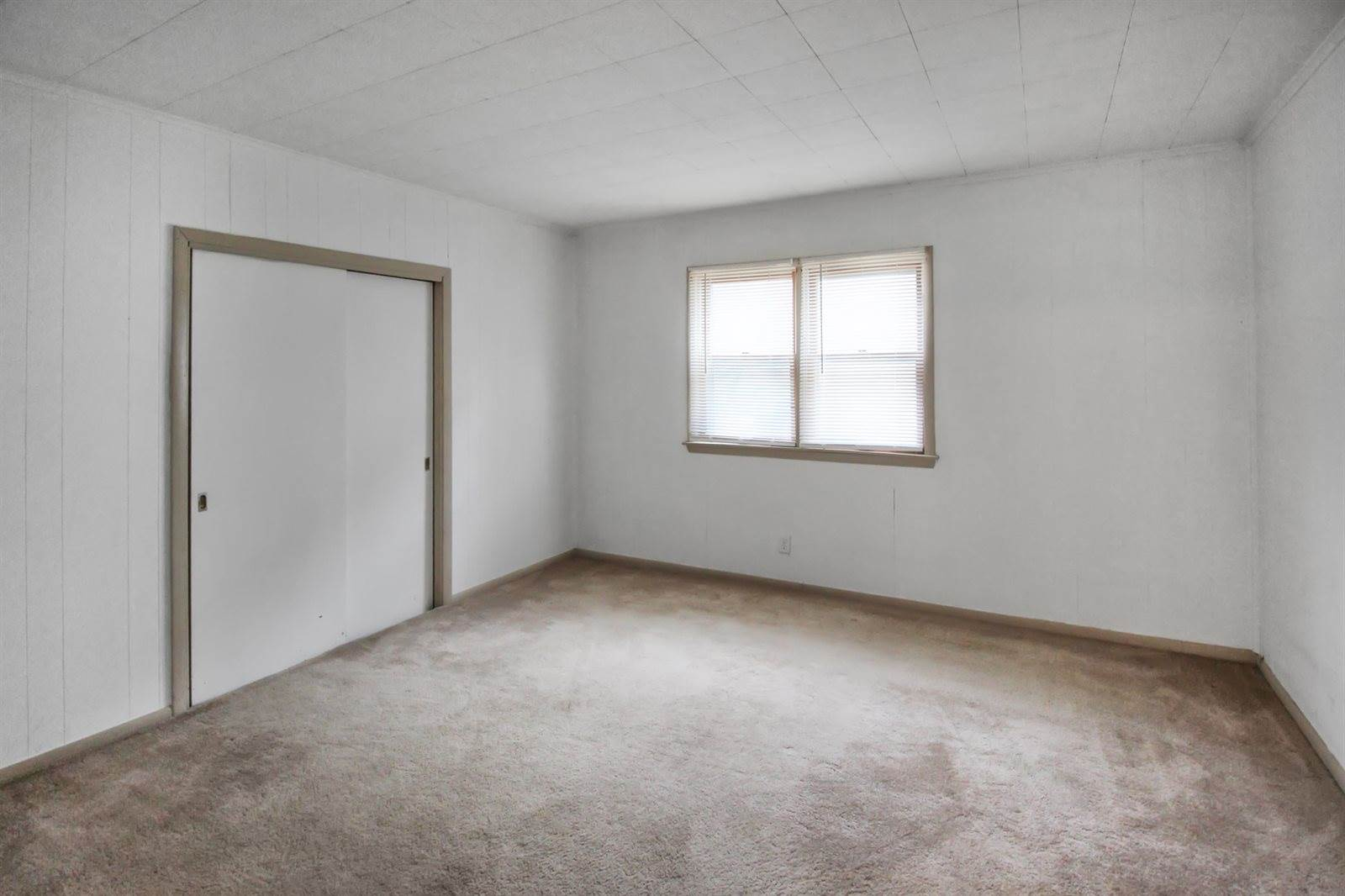 249 North Foley Avenue, Freeport, IL 61032