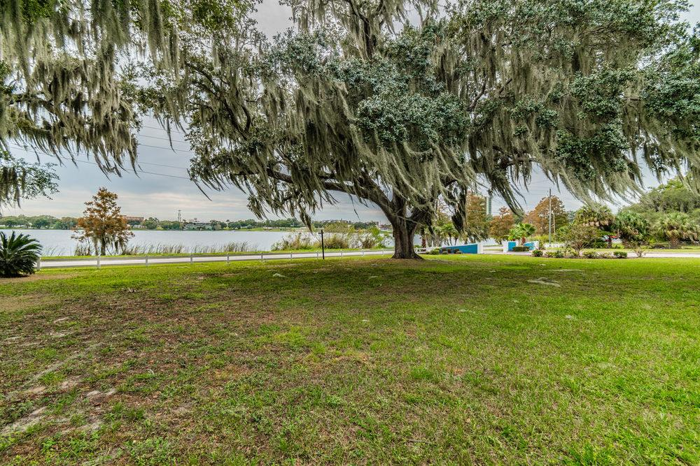 211 North Lake Silver Drive NW, Winter Haven, FL 33881