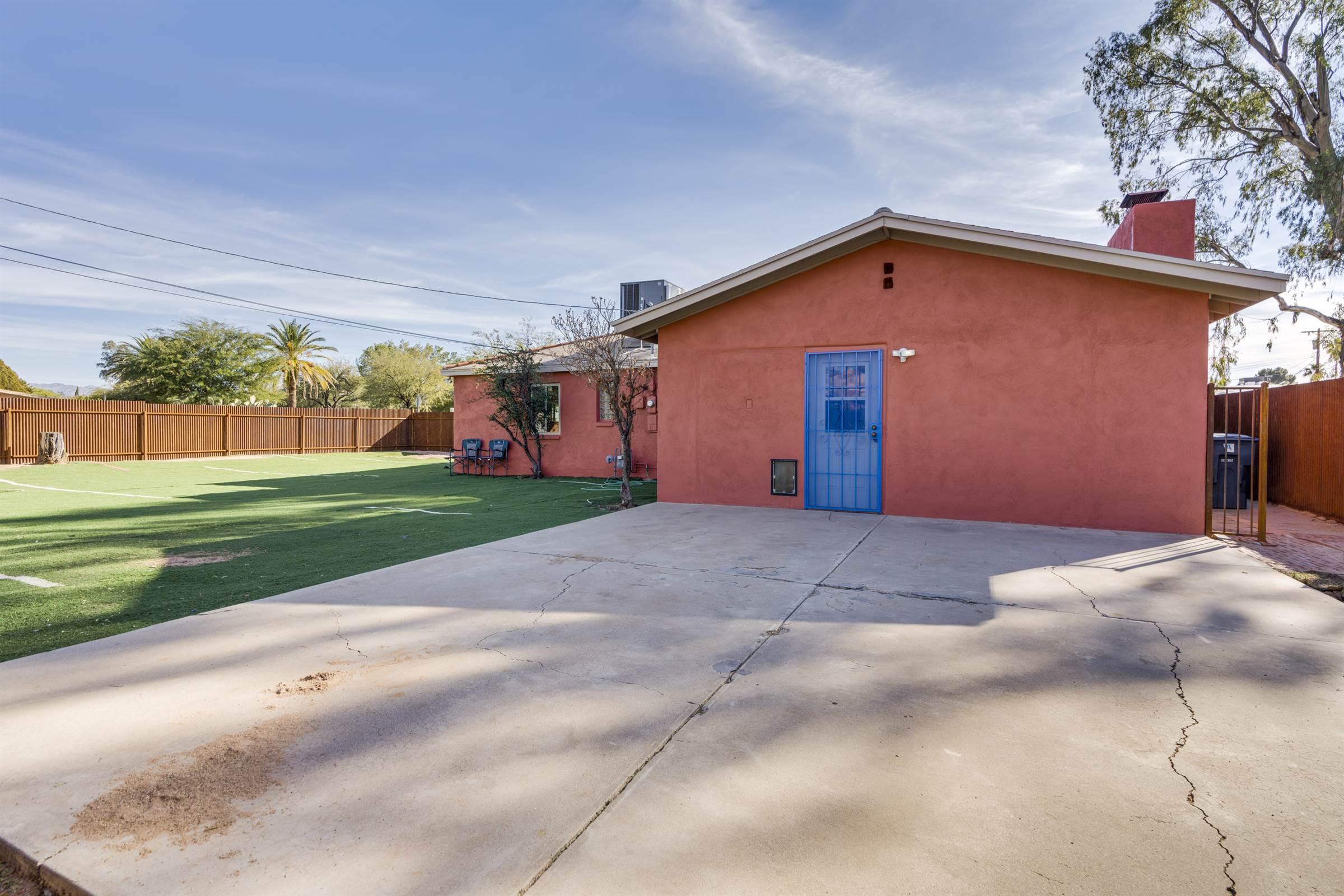 5649 E Julius Stravenue, Tucson, AZ 85712