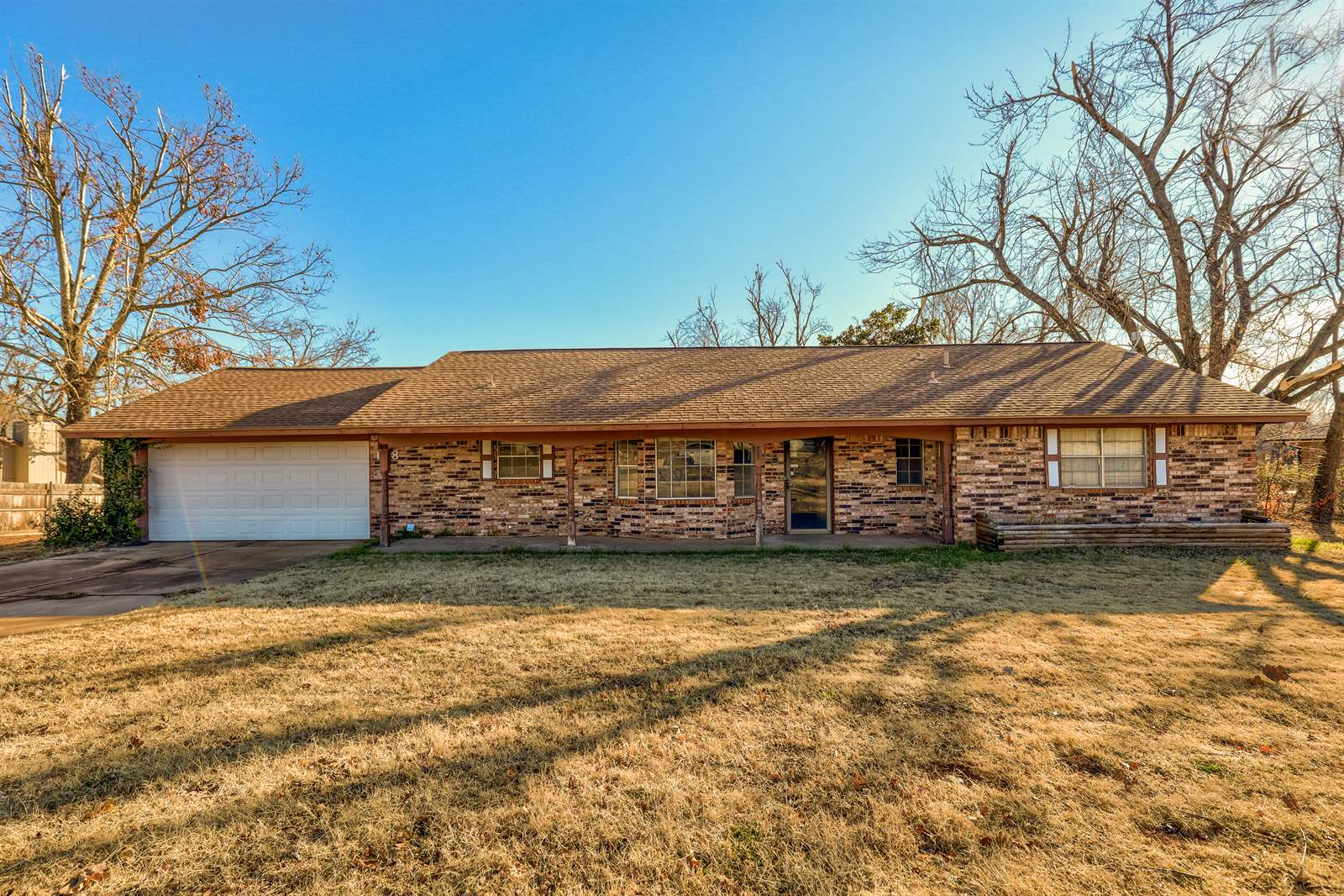 108 Pinewood Dr, Tuttle, OK 73089