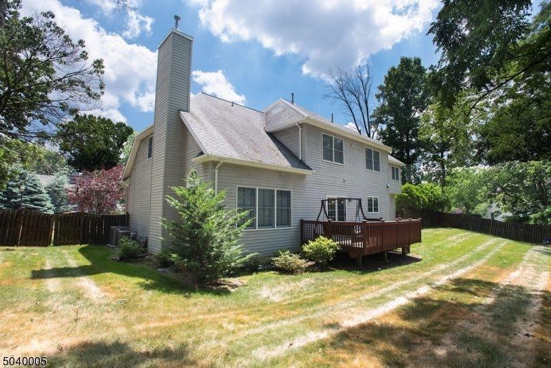 1 Bayview Ter, Green Brook Township, NJ 08812