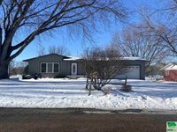 851 Country Club Dr., Akron, IA 51001