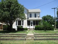 207 NE 12th St, Abilene, KS 67410