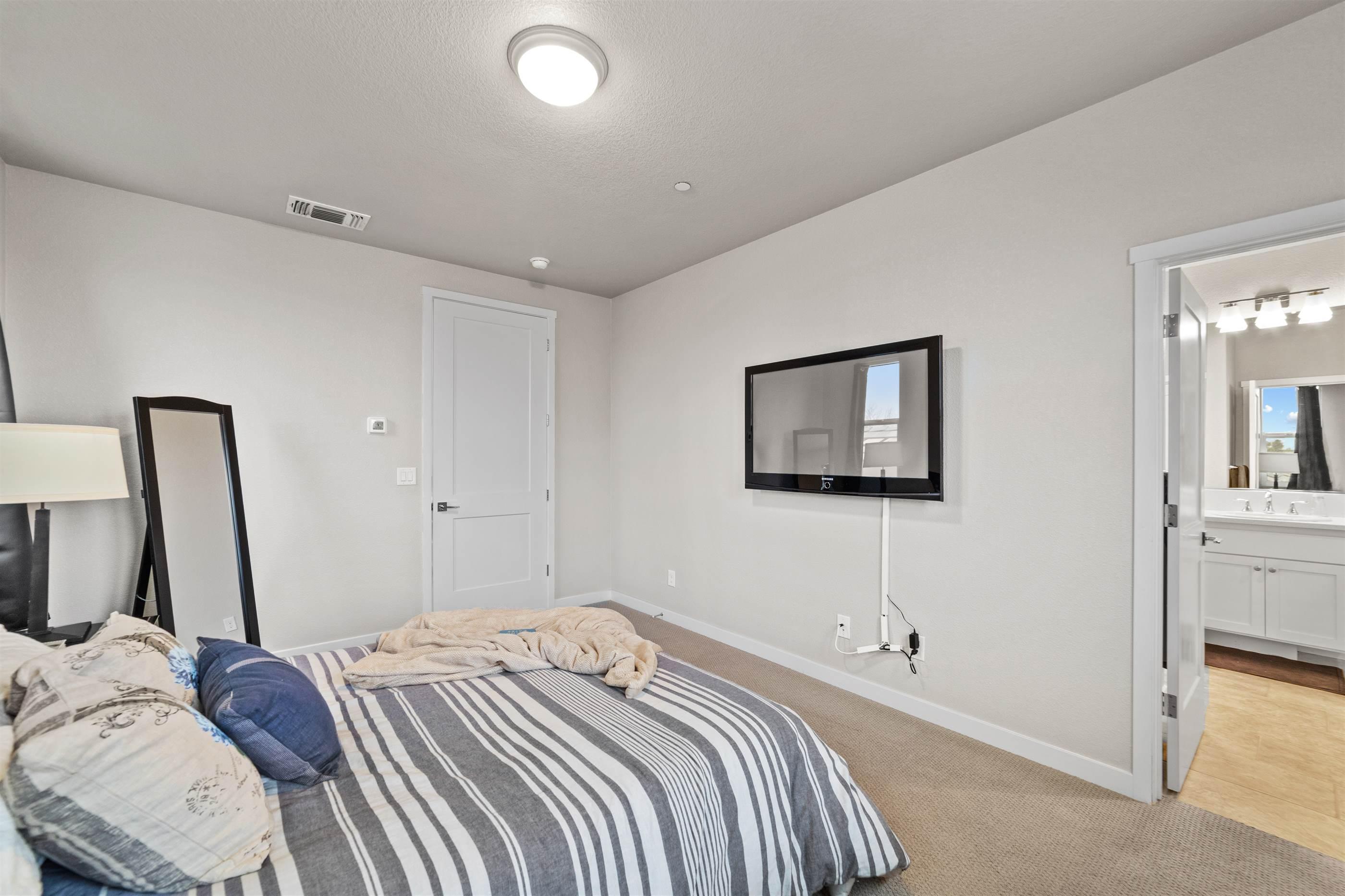 3291 Warbler Court, West Sacramento, CA 95691