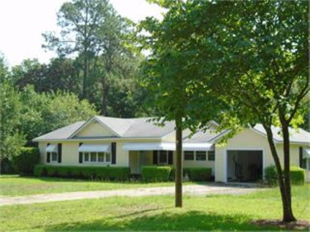 10 Orchard Rd, Hawkinsville, GA 31036