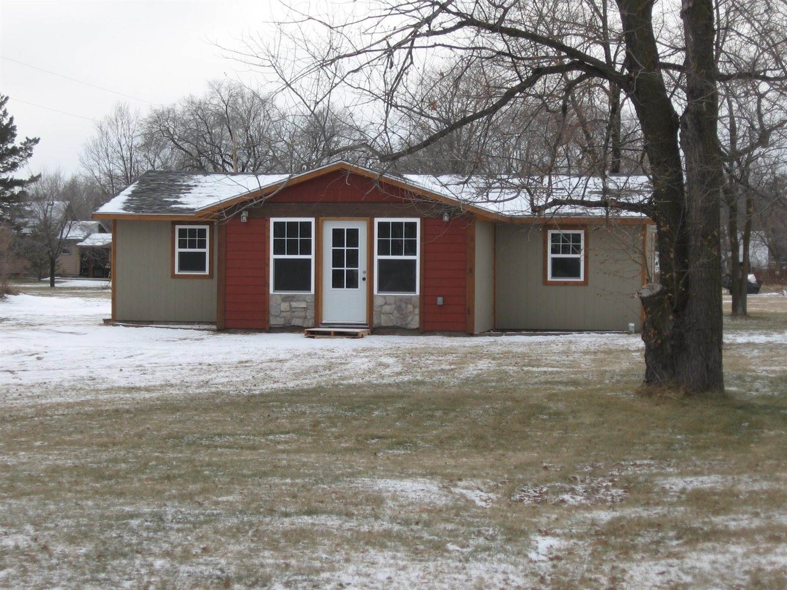 71 10th Street NW, Staples, MN 56479