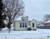 1418 Ross St, Sioux City, IA 51103