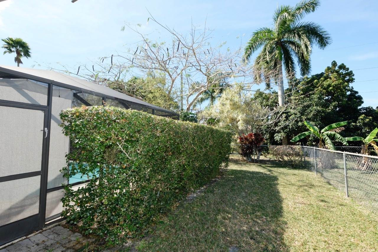 1081 NW 75th Ter, Plantation, FL 33313