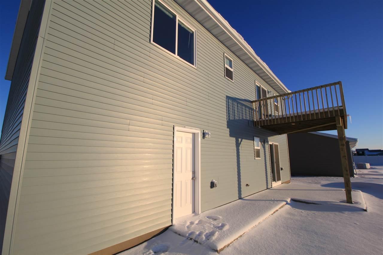 3217 Kodiak St NW, Minot, ND 58703