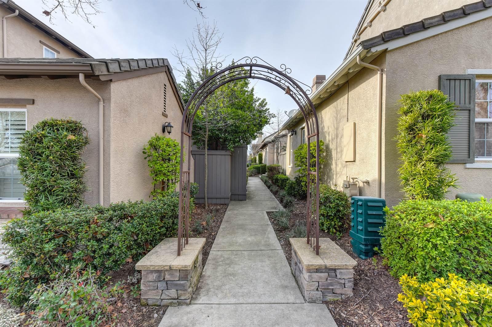 51 Villa Gardens, Roseville, CA 95678