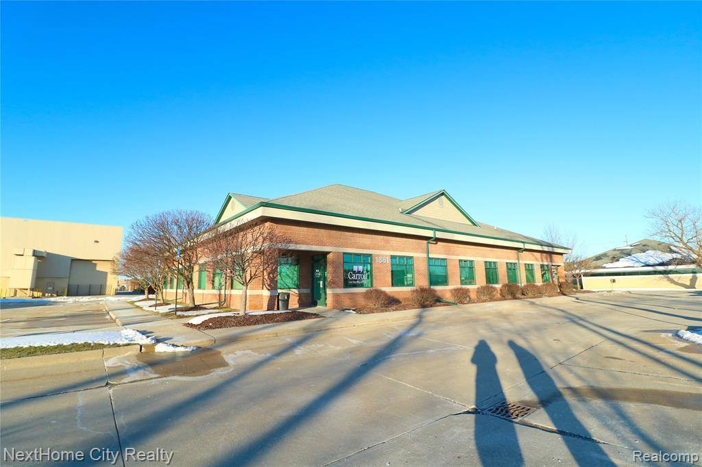1869 East Maple Road, Troy, MI 48083