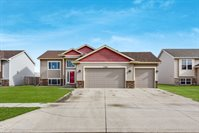 3008 10th St NW, Minot, ND 58703