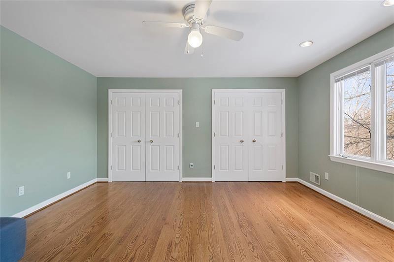 1239 Southgate Dr, Upper Saint Clair, PA 15241