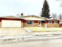 413 11th St East, Williston, ND 58801