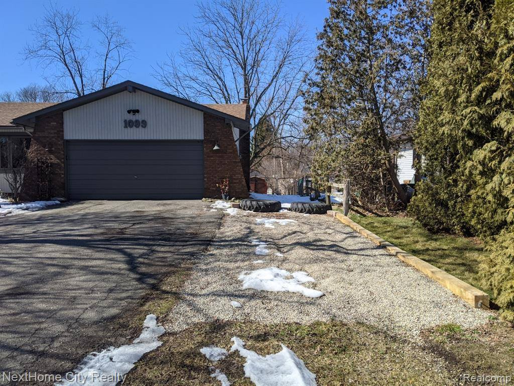 1099 Genella Street, Waterford Township, MI 48328