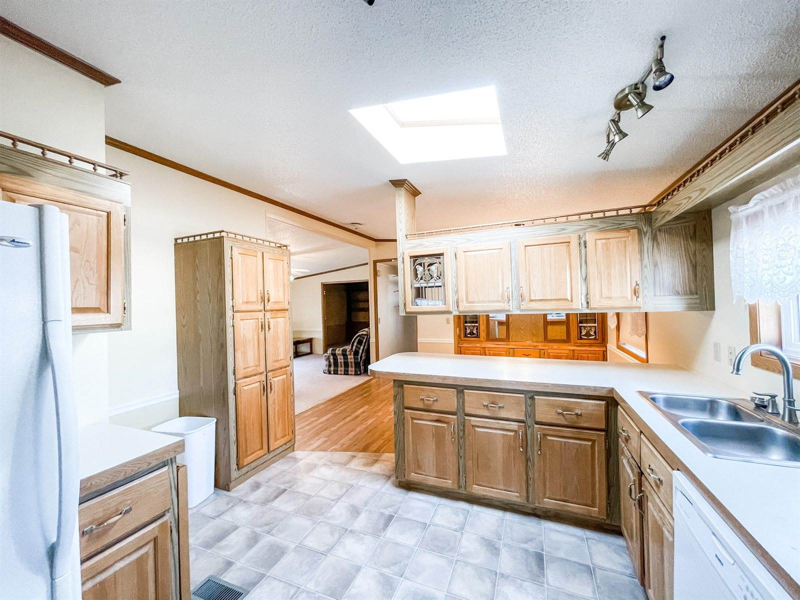 308 3rd Ave East, Ray, ND 58849