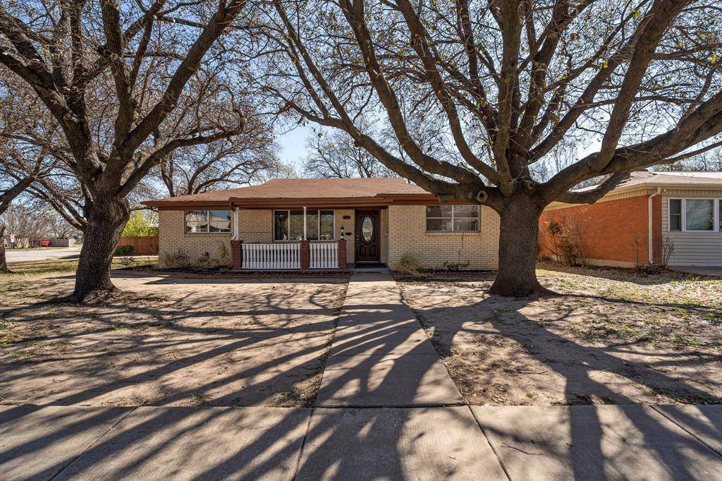 801 Odie Drive, White Settlement, TX 76108