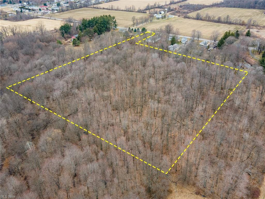 East Calla Road, New Middletown, OH 44442