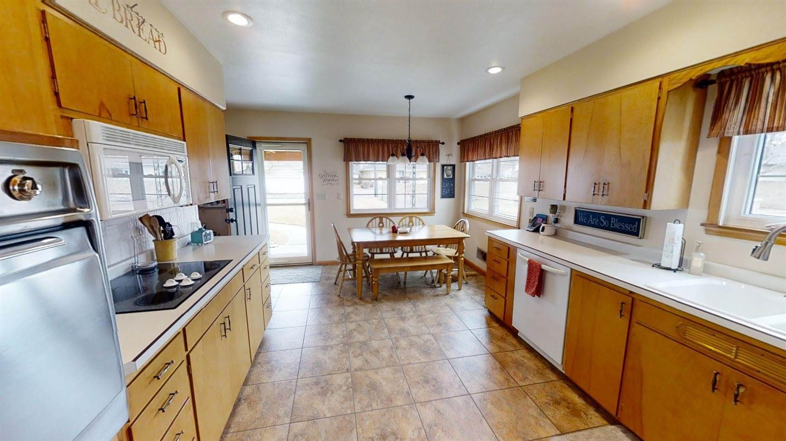 916 2nd Ave East, Williston, ND 58801