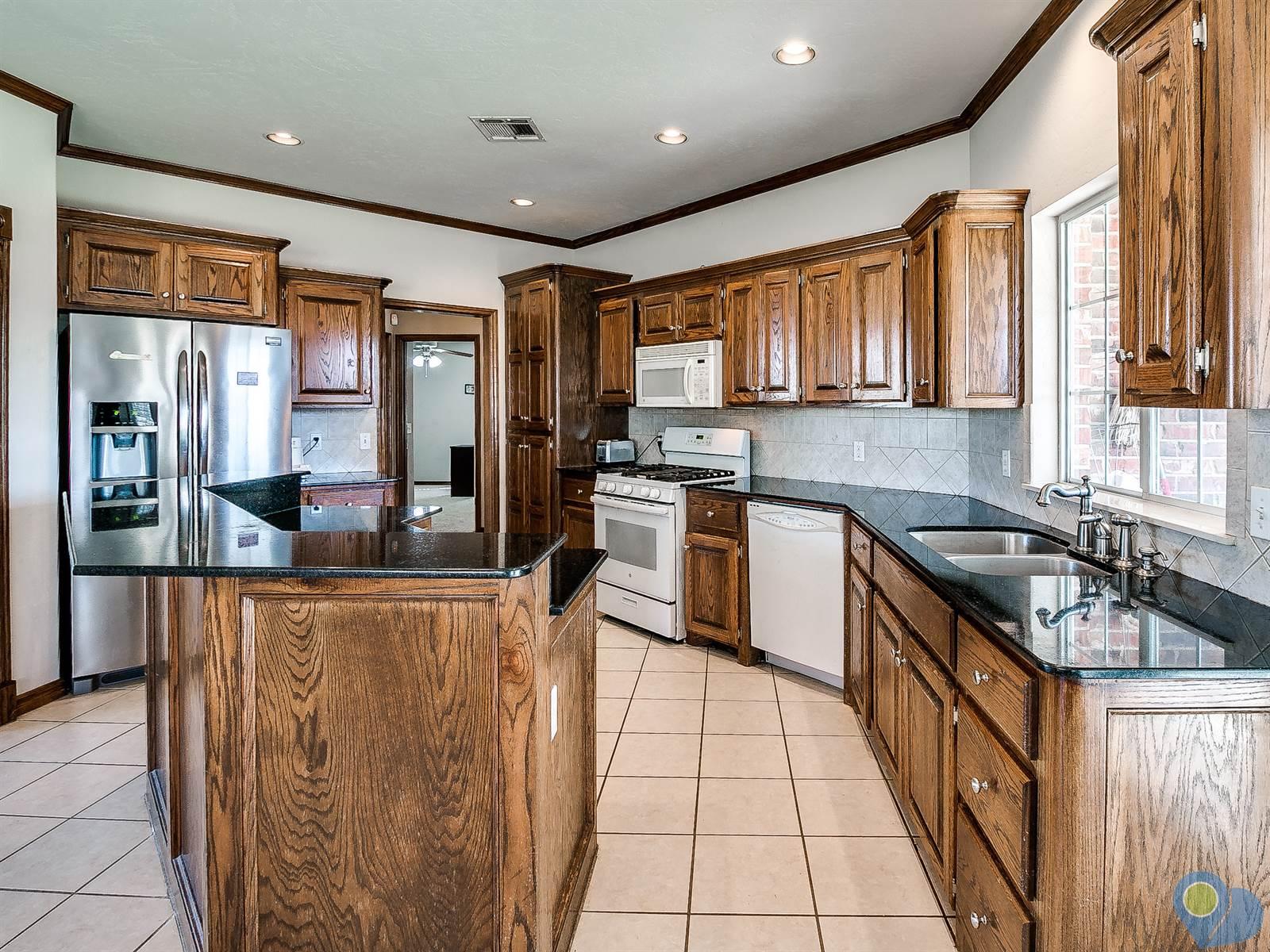 1606 Cedar Bend Ct, Shawnee, OK 74804