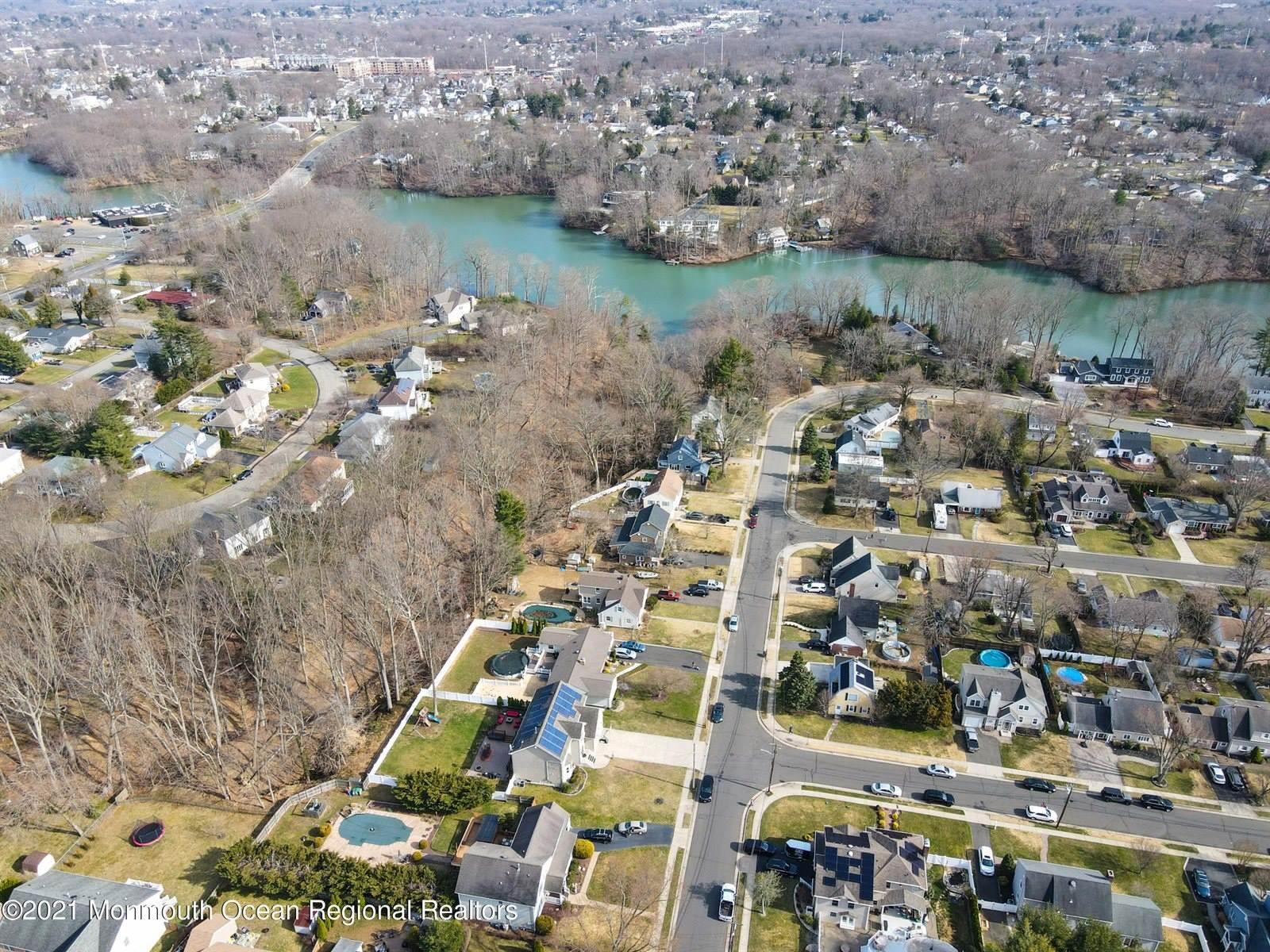 43 Lakeside Drive, Matawan, NJ 07747