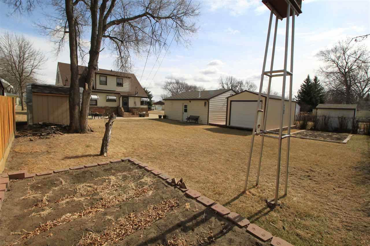 1624 5th St SW, Minot, ND 58701