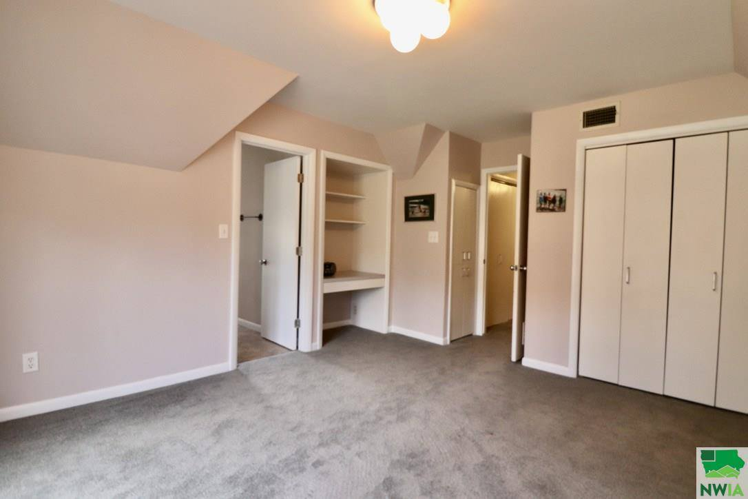 3923 Orchard St, Sioux City, IA 51104