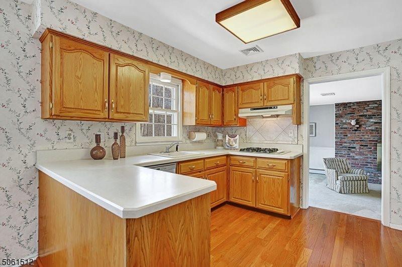 27 Round Top Road, Warren Township, NJ 07059