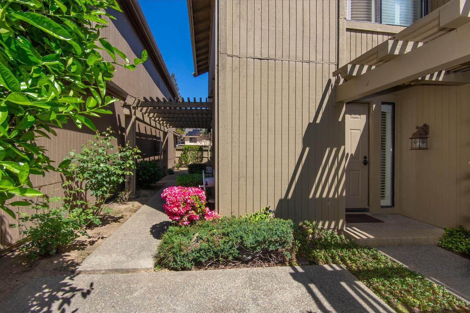 2135 Promontory Point Lane, Gold River, CA 95670