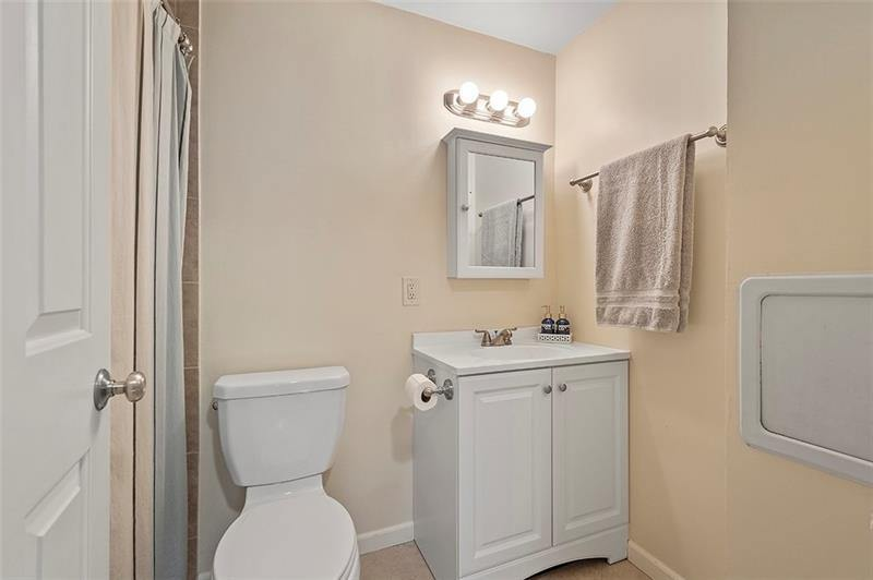 297 Hays Rd, Upper Saint Clair, PA 15241