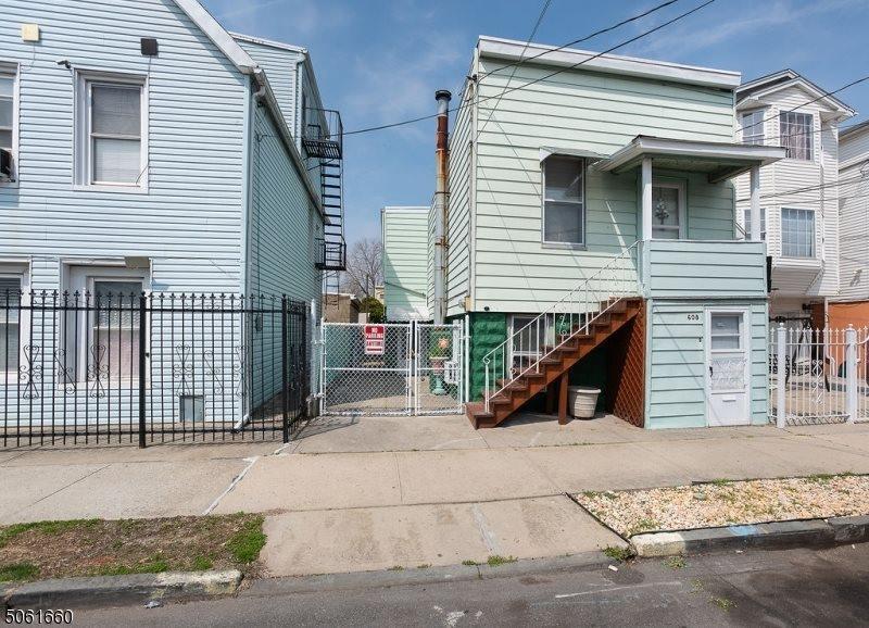 608 N 9th St, Newark City, NJ 07107