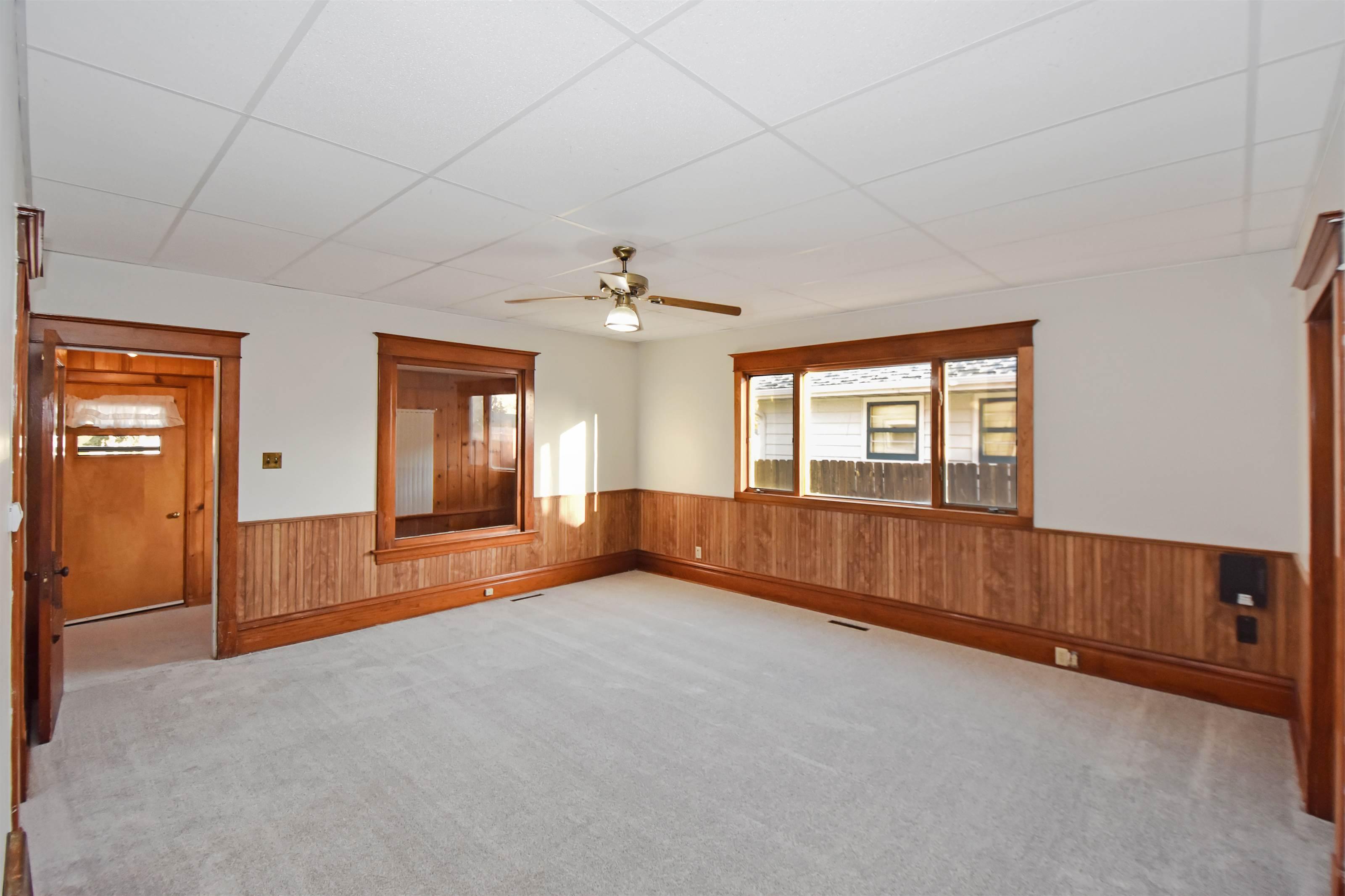 422 Main St, Tioga, ND 58852