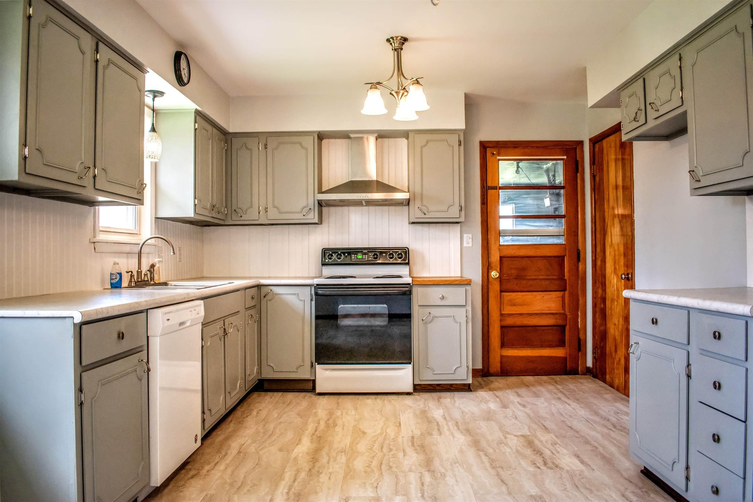 1552 N Carnegie Ave, Niles, OH 44446
