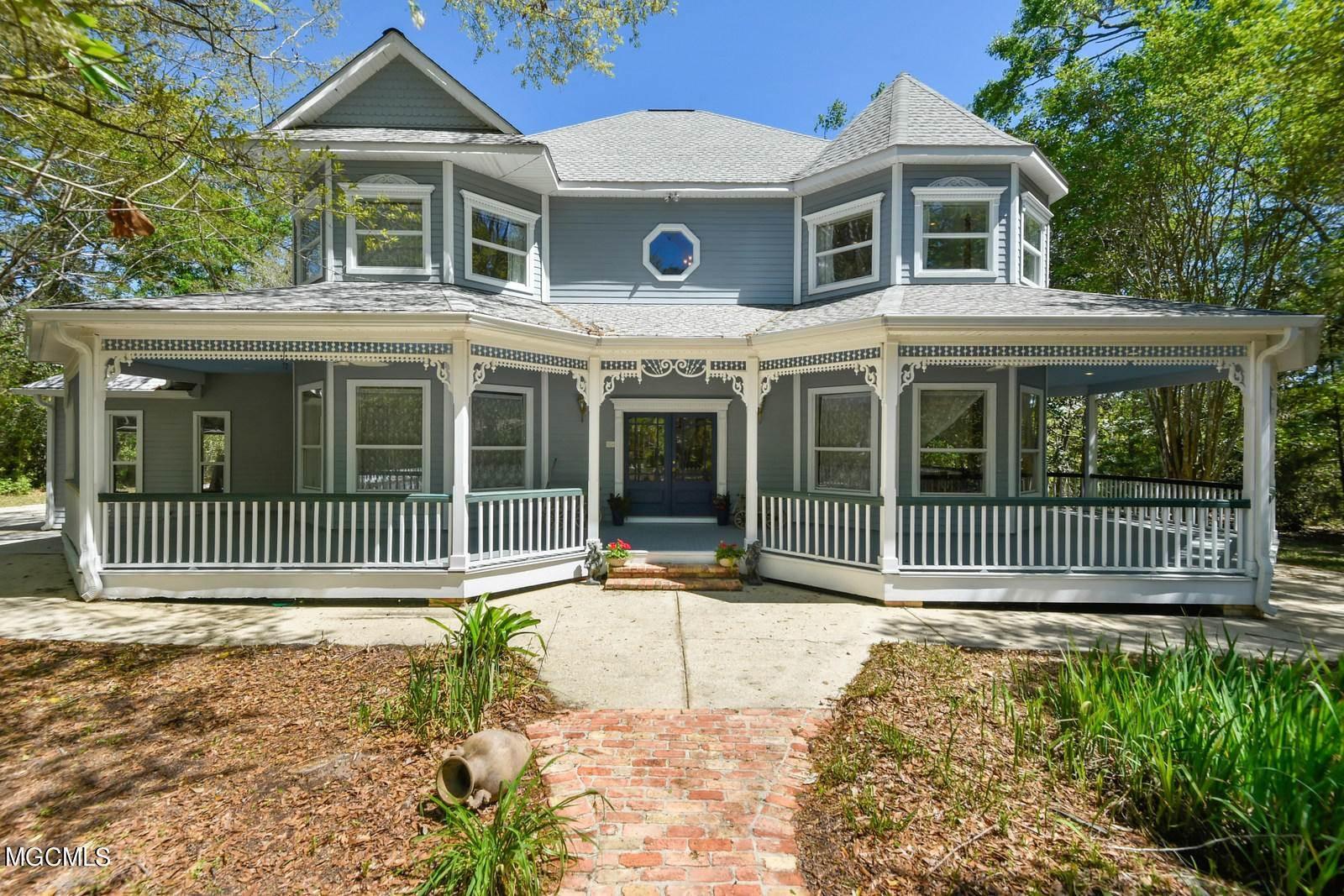 123 Perryman Rd, Ocean Springs, MS 39564