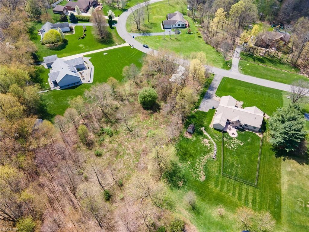 Walnut Grove Circle, Struthers, OH 44471