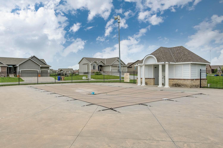 2426 N Sandstone St, Andover, KS 67002